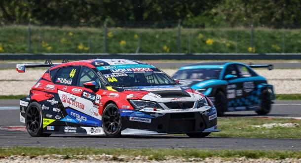 First win, unfortunate pick and great recovery drive – a wild weekend for Makeš in TCR