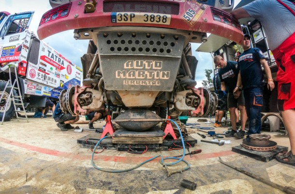 Tatra Buggyra Racing Team Uses Cancelled Stage for Servicing!